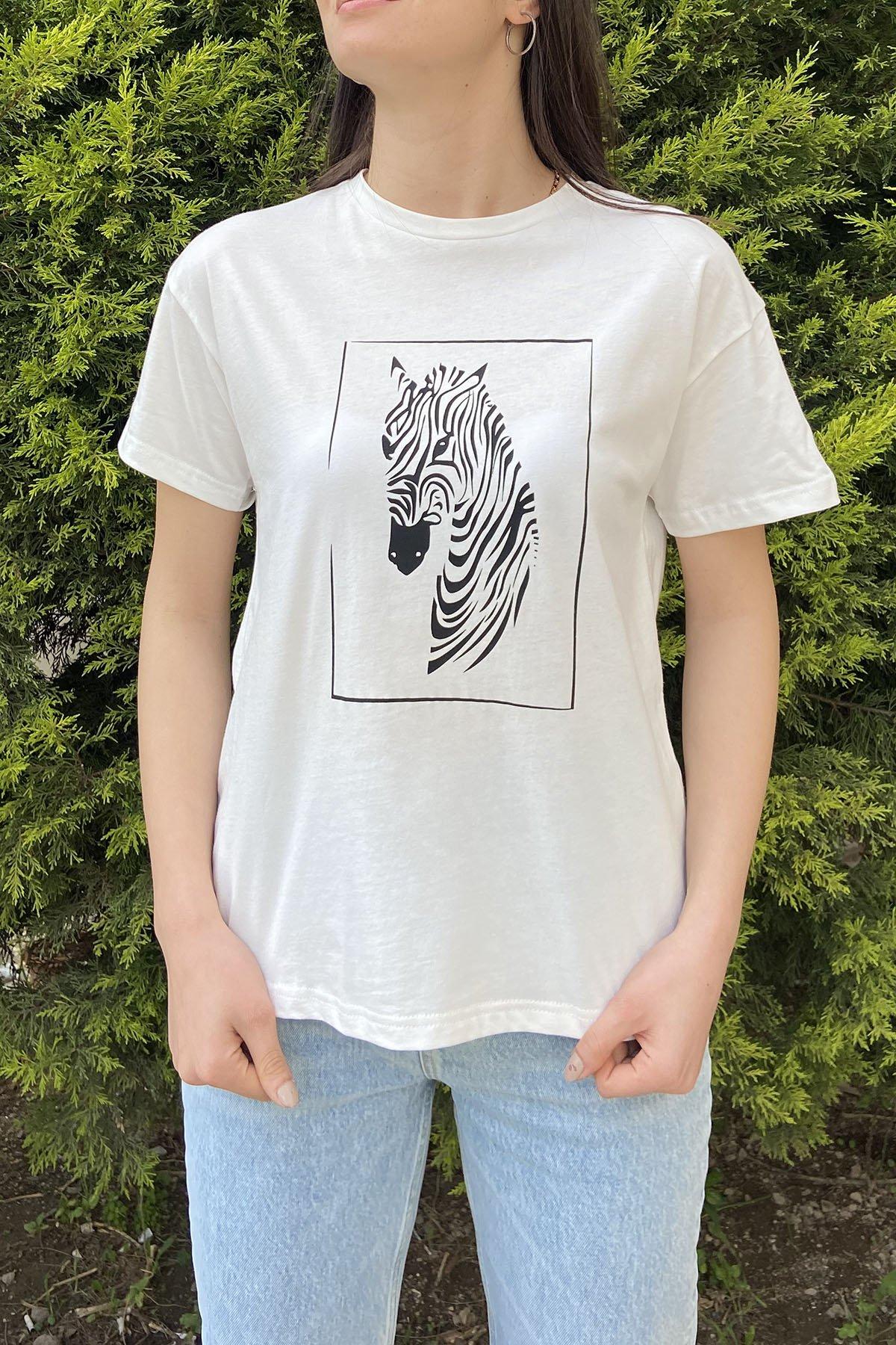 https://resim.ademexclusive.com/af001390/byz/170-18959-onu-zebra-baski-tshirt-01bc22b44036.jpg